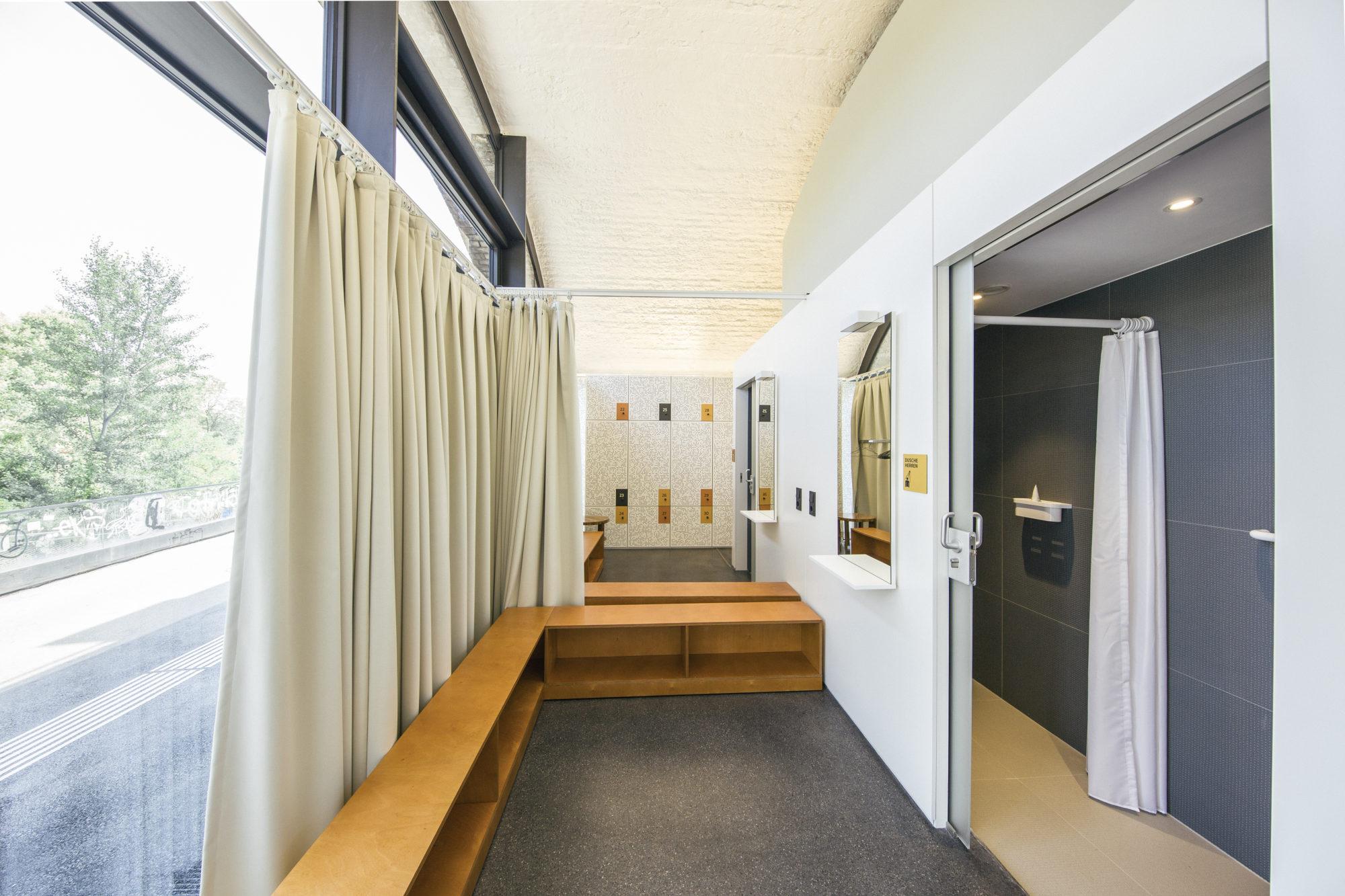 Garderoben und Duschen